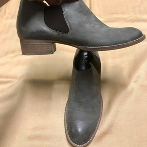 Paul Green nubuck grey ankle boots. Size 6.